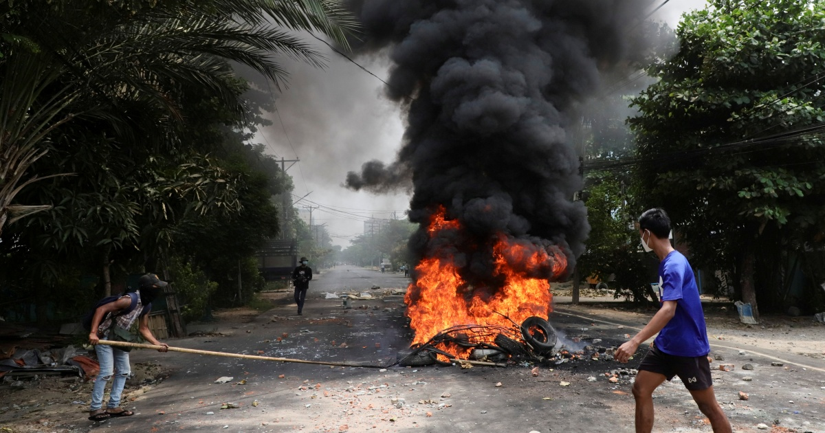 Awak kedutaan AS meninggalkan Myanmar di tengah kemungkinan kerusuhan sipil thumbnail