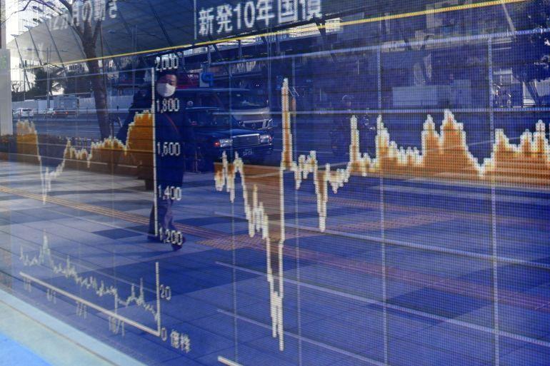 Saham Asia lebih rendah pada hari Kamis dipimpin oleh kerugian di China dan Jepang [File: Noriko Hayashi / Bloomberg]