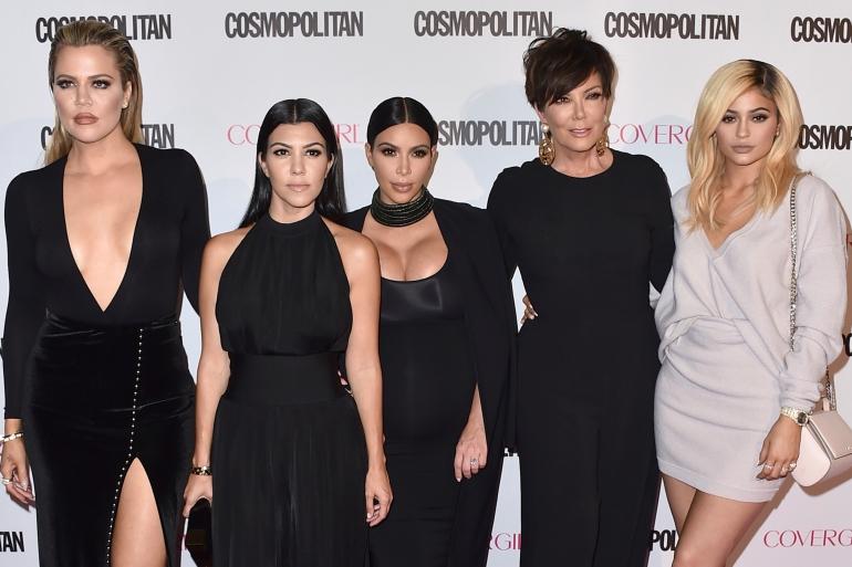 Apa yang membuat keluarga Kardashian menonjol sementara keluarga lain gagal?  Mereka tahu apa yang mereka inginkan - ketenaran - dan mereka mengembangkan peta jalan mereka sendiri untuk mendapatkannya, mengubah cara selebriti dan orang biasa menggunakan media sosial dalam prosesnya [File: Jordan Strauss / Invision / AP]