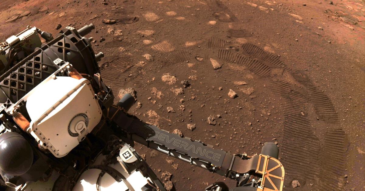 Mars rover travels 6.5 metres in 'flawless' first drive – Al Jazeera English