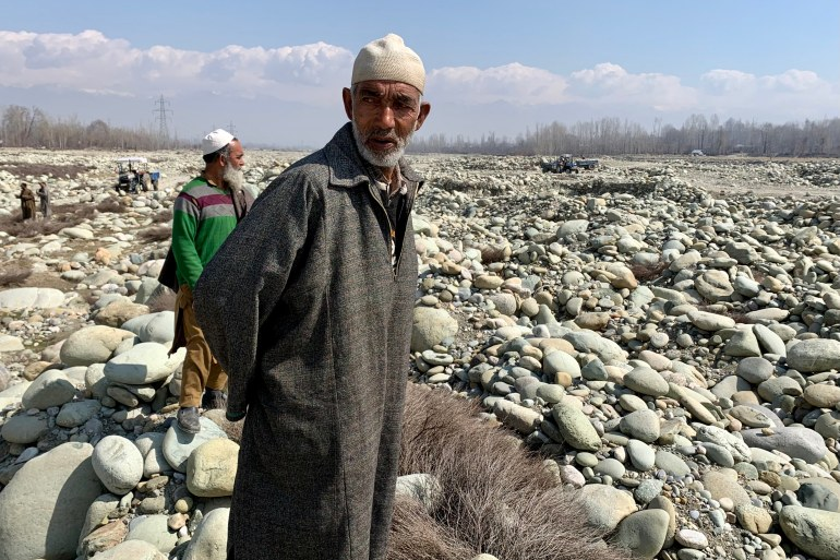 Illegal mining is threatening the livelihood of thousands of poor families in Indian-administered Kashmir [Jehangir Ali/Al Jazeera]