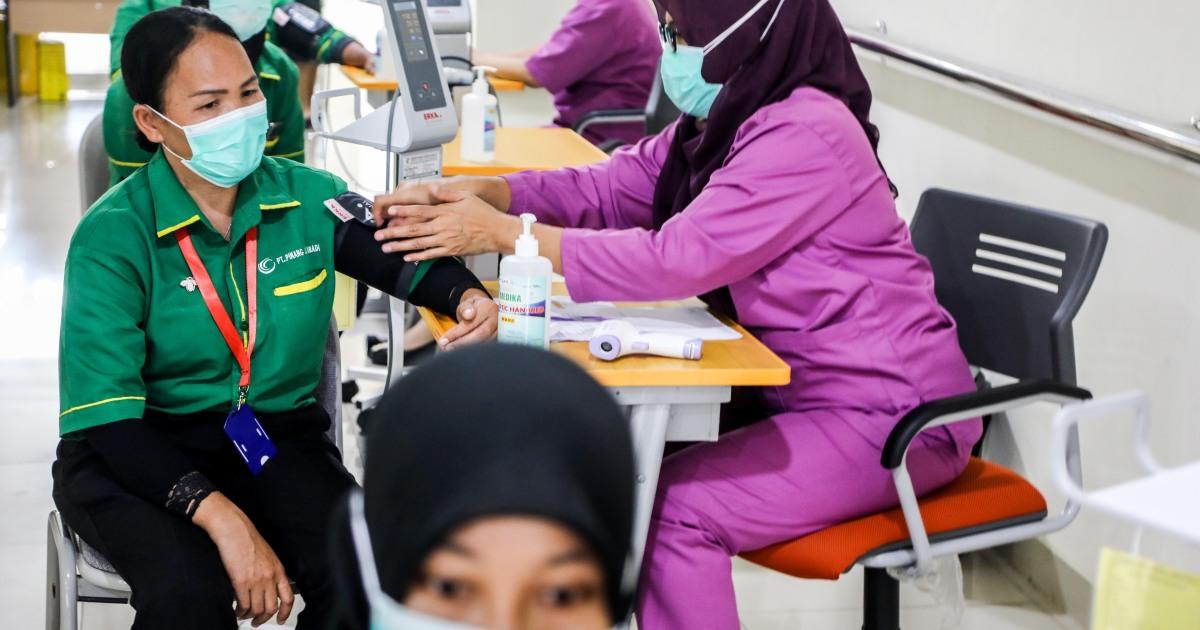 Indonesia courts controversy with private COVID vaccine scheme