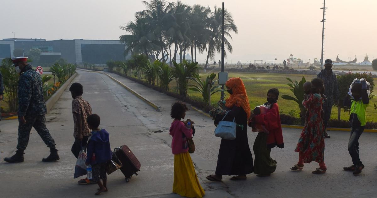 Trend topan menanti ribuan orang Rohingya di pulau Bangladesh thumbnail