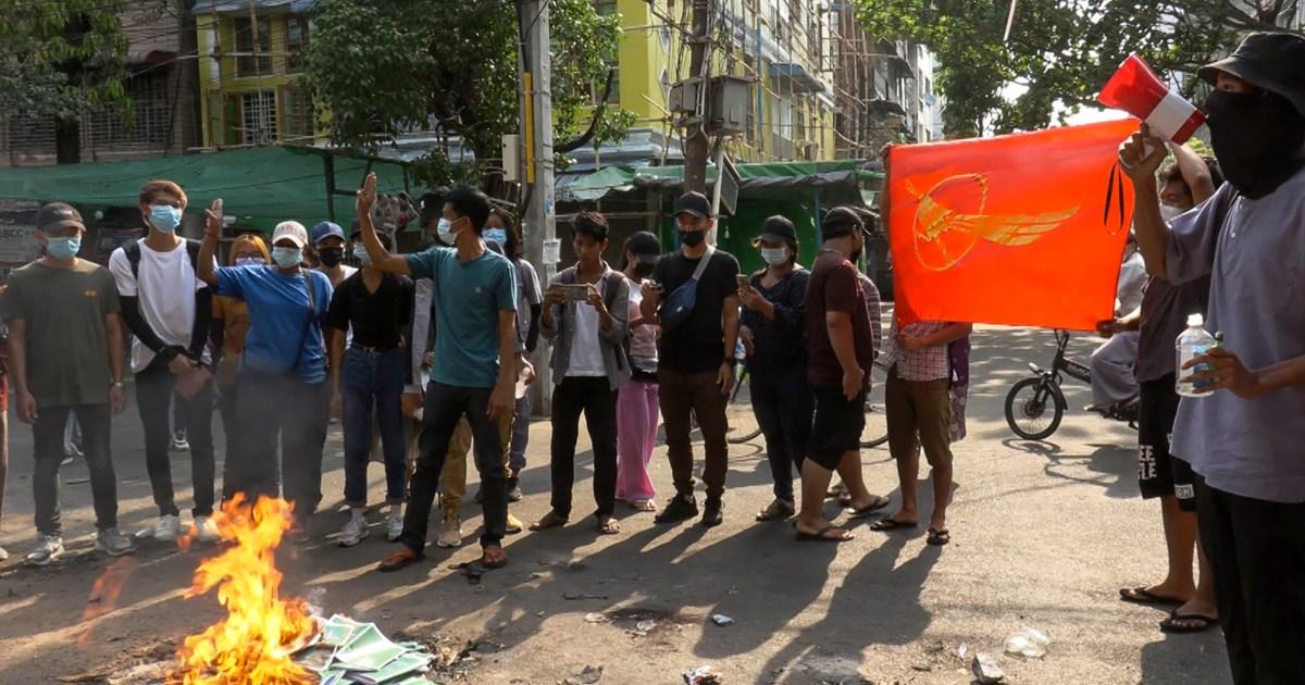 Pengunjuk rasa Myanmar melakukan unjuk rasa ketika Thailand mengecam tindakan keras perlindungan daya thumbnail