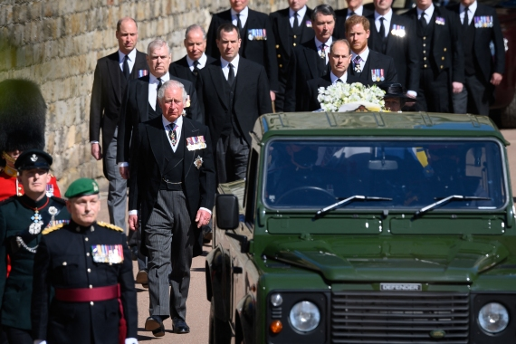 Members of the royal family follow the coffin during the ceremonial funeral procession. [Leon Neal/Pool via AFP]