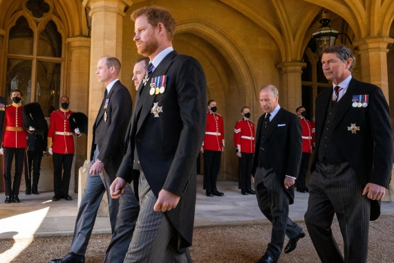 Left to right, Britain's Prince William (Duke of Cambridge), Peter Phillips, Britain's Prince Harry (Duke of Sussex), Earl of Snowdon and Vice Admiral Sir Timothy Laurence follow the coffin during the funeral procession. [Aaron Chown/Pool via AFP]