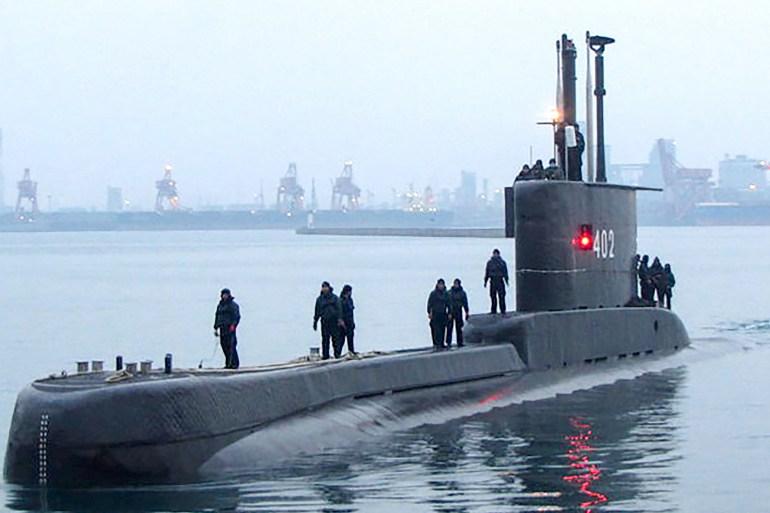 Kapal selam berusia 44 tahun buatan Jerman itu sedang melakukan latihan torpedo di perairan utara pulau Bali [Militer Indonesia / AFP]