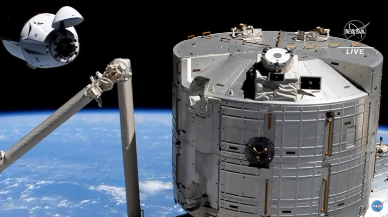 - 000 98M968 - Crew reaches space station on board recycled SpaceX capsule   Space News