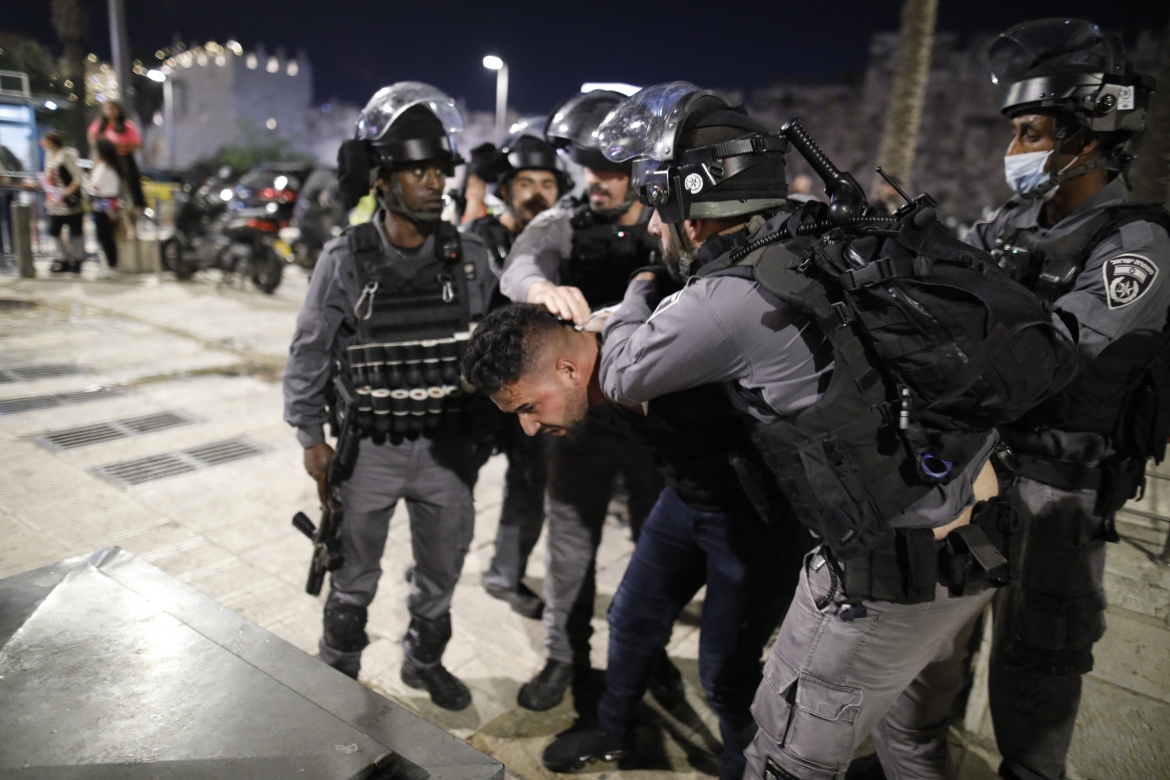 Israeli security forces detain a Palestinian protester in Jerusalem's Old City. [Ahmad Gharabli/AFP]