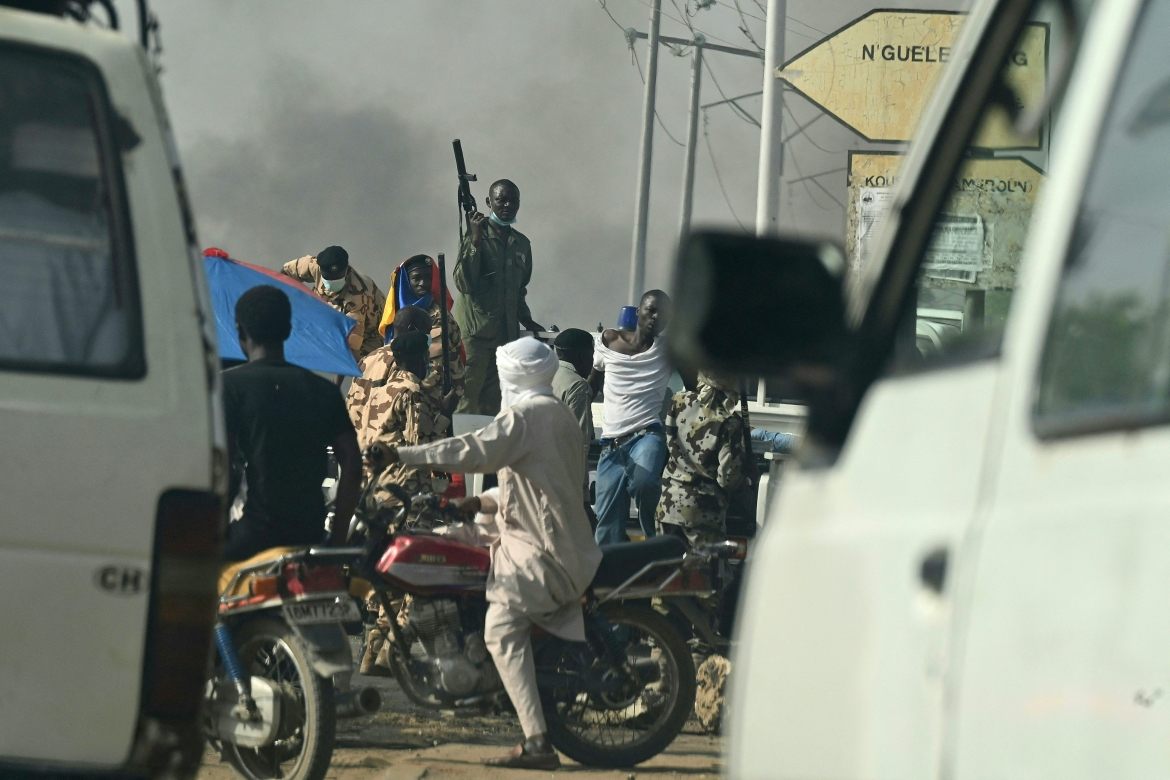 Chadian police clash with opposition protesters in N'Djamena. [Issouf Sanogo/AFP]