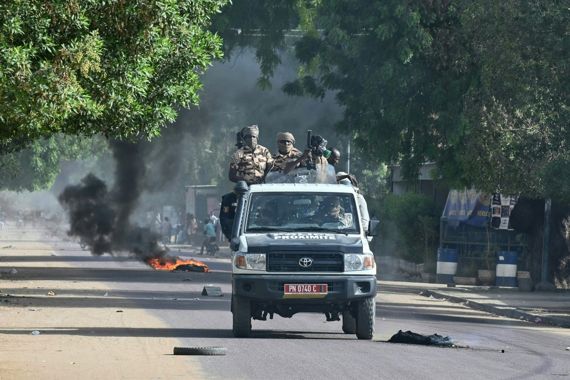 Police patrol N'Djamena after clashes erupted with opposition protesters. [Issouf Sanogo/AFP]