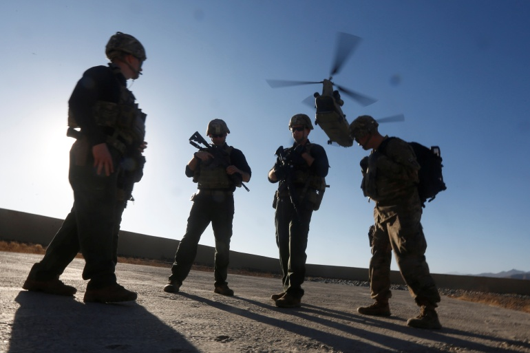 Langit di atas Kabul dan pangkalan udara Bagram di dekatnya berdengung dengan lebih banyak aktivitas helikopter AS daripada biasanya saat penarikan naik File Reuters