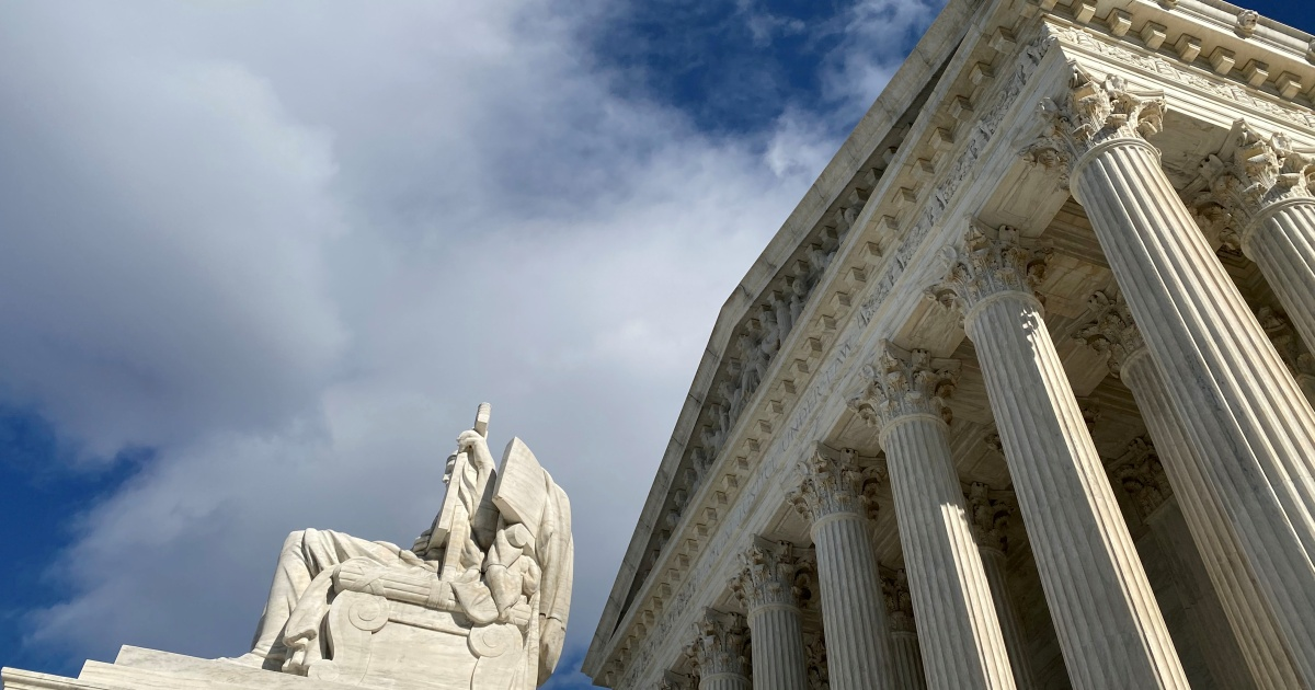 US Supreme Court questions permanent residency for a number of migrants thumbnail
