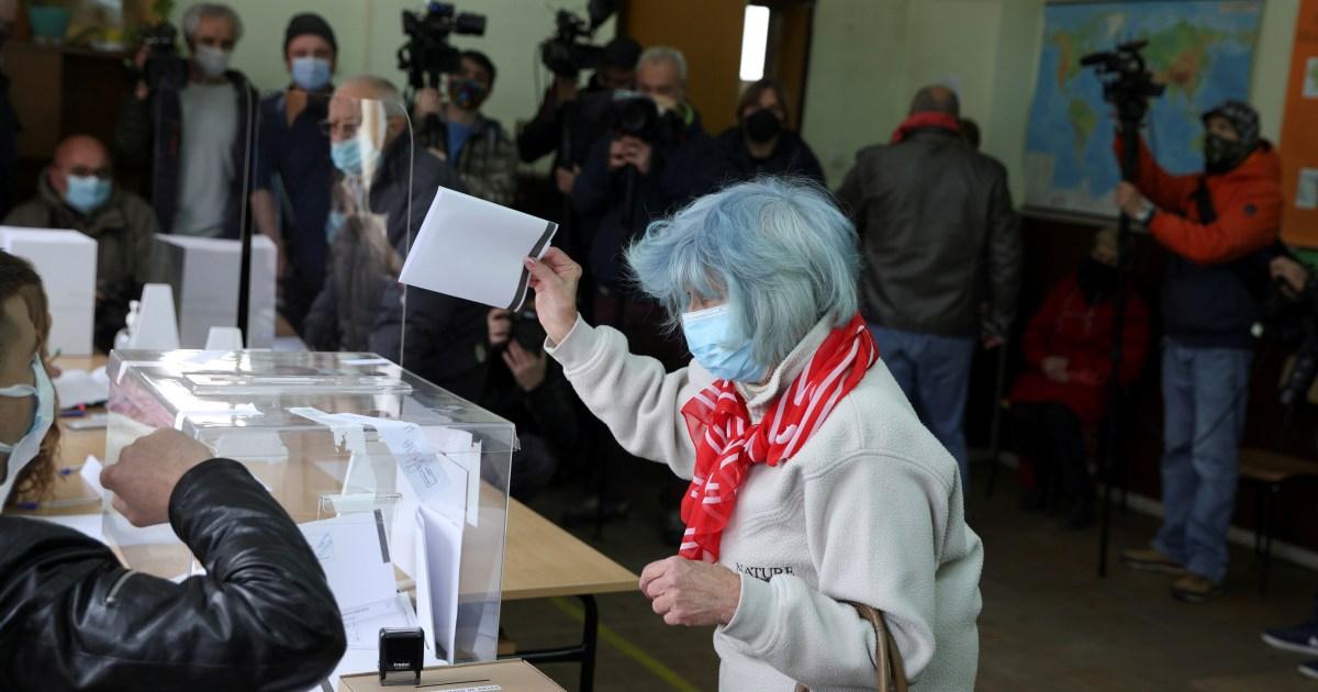Partai bunyi melonjak dalam pemilihan Bulgaria: Keluar dari polling thumbnail