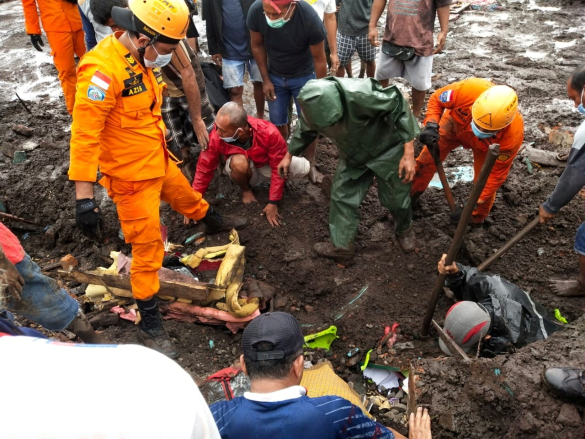 Rescuers search for bodies in an area affected by flash floods after heavy rains in East Flores, East Nusa Tenggara province. [Reuters]