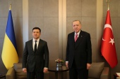 Erdogan, right, and Ukrainian President Volodymyr Zelenskyy held talks in Istanbul amid tensions between Kyiv and Moscow over the long-running conflict in Donbas [Murat Cetinmuhurdar/Presidential Press Office via Reuters]