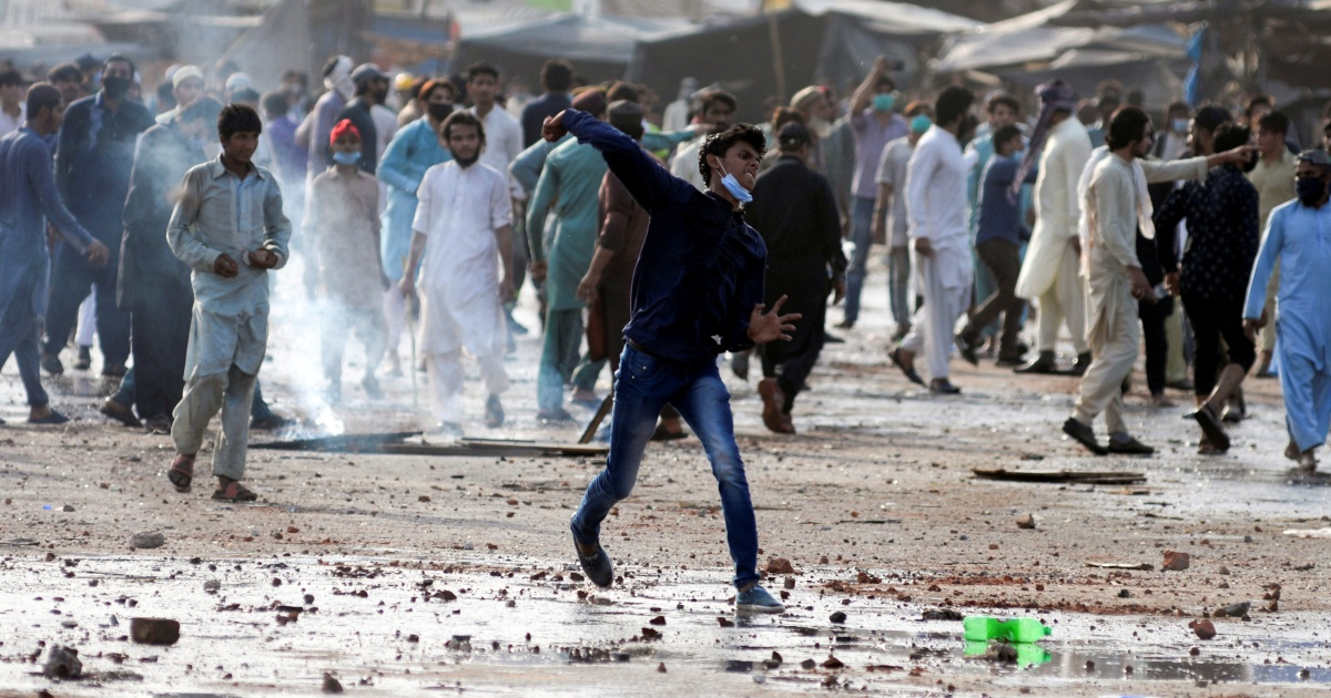 Pakistan 'to ban' far-right religious party after violent protest