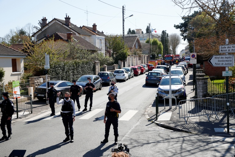Police officers secure the area where an attacker stabbed a female police administrative worker, in Rambouillet, near Paris, France [Gonzalo Fuentes/REUTERS]