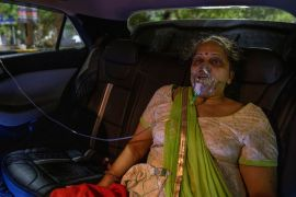 A woman with a breathing problem receives oxygen support for free inside her car at a Gurudwara (Sikh temple), amids the spread of coronavirus disease in Ghaziabad, India, April 24, 2021 (REUTERS/Danish Siddiqui) (Reuters)