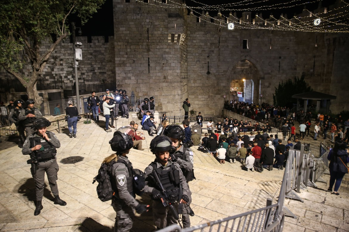 Palestinians gathered in front of Bab al-Amud (Damascus Gate ) perform Tarawih prayer in Old Town district in East Jerusalem. [Mostafa Alkharouf/Anadolu]