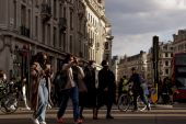 The UK could experience a consumer boom if only a fraction of the country's excess savings are unleashed, analysts say [File: Jason Alden/Bloomberg] (Bloomberg)