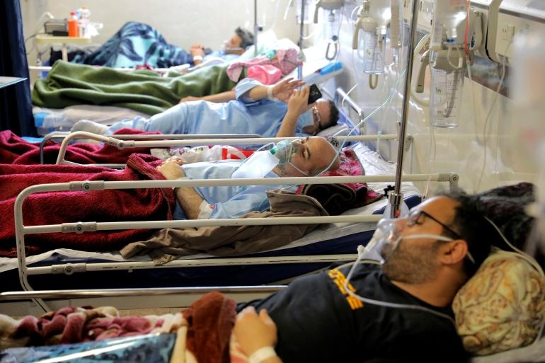 COVID-19 patients are treated at the Shohadaye Tajrish Hospital in Tehran [Ebrahim Noroozi/AP]