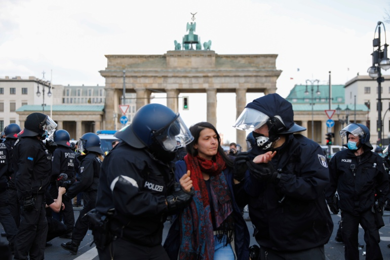 Germany: Clashes erupt as parliament votes on COVID rules | Coronavirus  pandemic News | Al Jazeera