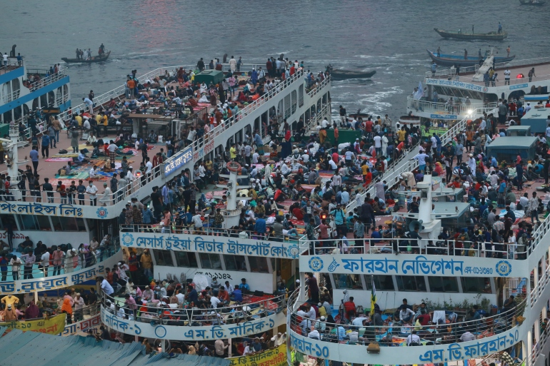 Packed ferries at Dhaka's Sadarghat ferry terminal taking people home as Bangladesh imposes lockdown [Rehman Asad/NurPhoto via Getty Images]