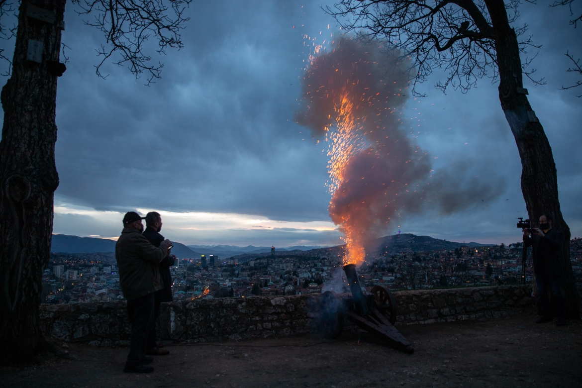 A Ramadan cannon is fired following the evening prayer during the holy month of Ramadan in Sarajevo, Bosnia and Herzegovina. Western Balkan countries welcomed it with measures taken due to the novel coronavirus (COVID-19) pandemic. [Elman Omic/Anadolu Agency via Getty Images]