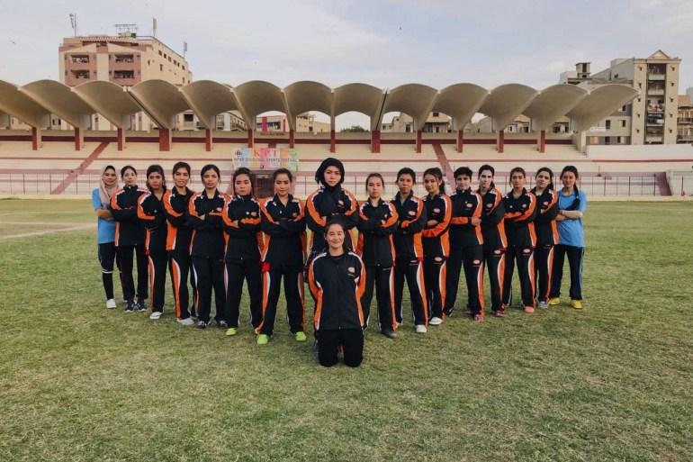 Para pemain sepak bola wanita diejek dan diinterogasi atas keikutsertaan mereka dalam olahraga, namun berkat ketekunan mereka, mereka dapat berlatih di lapangan yang tepat Hajira Maryam Mirza / Al Jazeera