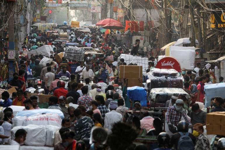 A crowded market in the old quarters of Delhi amid the spread of COVID-19 [Anushree Fadnavis/Reuters]
