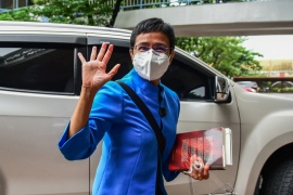 Philippine journalist Maria Ressa waves to members of the media after attending a court hearing in Manila on July 22, 2020, on charges of tax evasion. - Ressa pleaded not guilty on July 22 to tax evasion, as President Rodrigo Duterte's government faced growing calls to drop all charges against the veteran reporter [File: AFP/Maria Tan]
