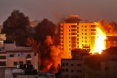 Smoke billows from an Israeli air strike on the Hanadi compound in Gaza City [Mohammed Abed/AFP]
