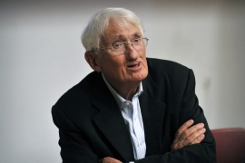 Internationally renowned German philosopher Juergen Habermas speaks to journalists at the Philosophical School of Athens in 2013 [File: Louisa Gouliamaki/AFP]