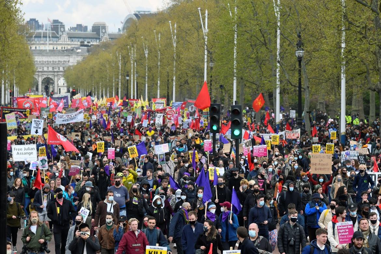 Demonstran berbaris di London, Inggris selama protes 'Bunuh RUU' terhadap undangundang yang diusulkan untuk memperkuat kekuatan polisi Toby Melville / Reuters