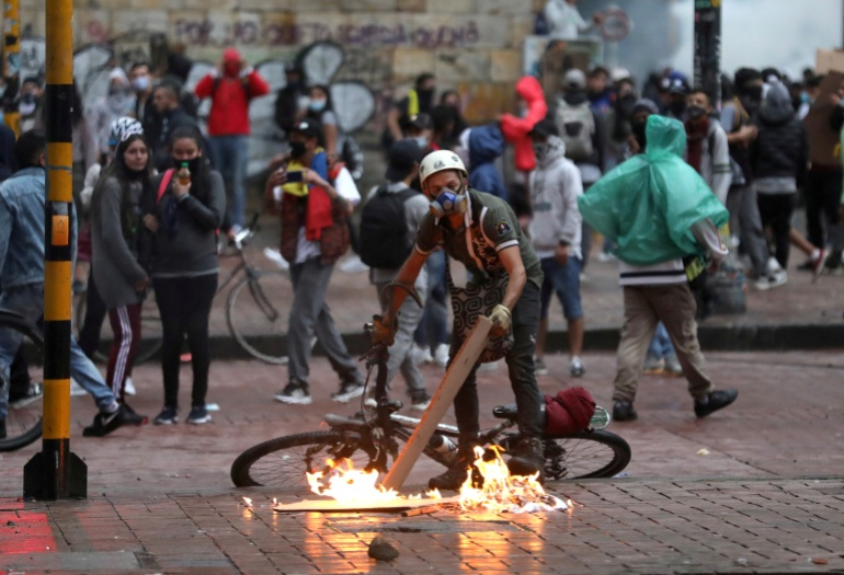 Colombian protests after government abolished tax reform    New protests