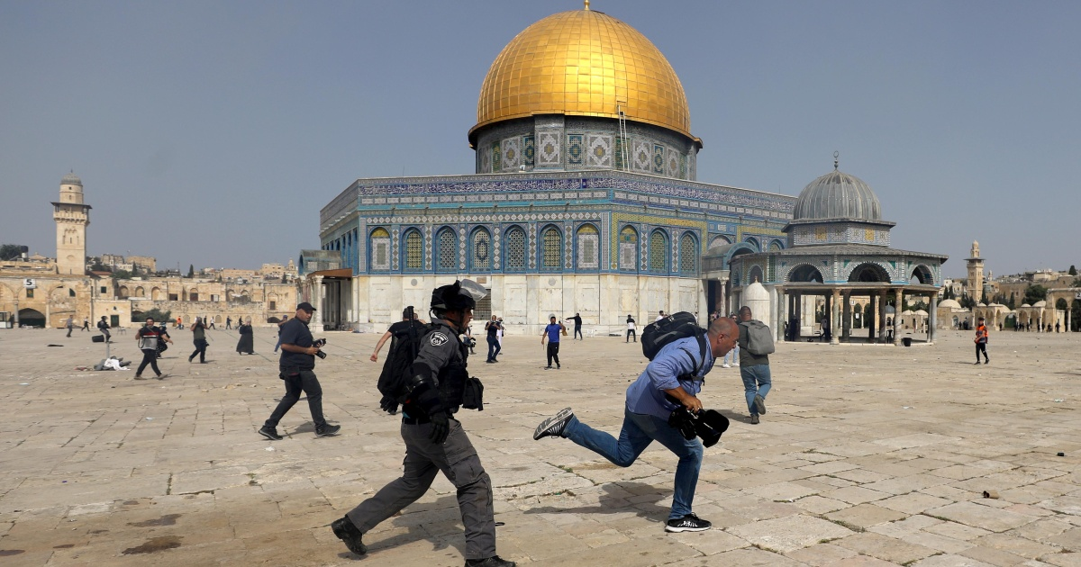 In Pictures: Israeli forces storm Al-Aqsa compound - aljazeera