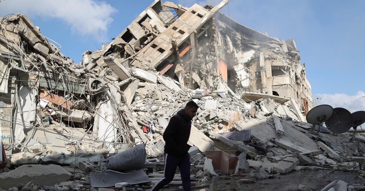 Warga Palestina di Gaza berduka atas rumah tangga yang tewas dalam agresi udara Israel thumbnail