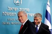 Israeli Prime Minister Benjamin Netanyahu and Finance Minister Yair Lapid leave after a joint news conference in Jerusalem on July 3, 2013 [File: Reuters/Ronen Zvulun]
