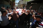 People carry the body of Wael Abdulkerim Isa who was killed in Israeli air strikes in Gaza Strip [Hassan Jedi/Anadolu Agency]