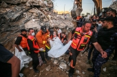 Palestinian civil defense teams take part in rescue works at the rubbles of a building belonging to a Palestinian family after Israeli fighter jets conducted airstrikes in Beit Lahia, Gaza [Mustafa Hassona/Anadolu Agency]