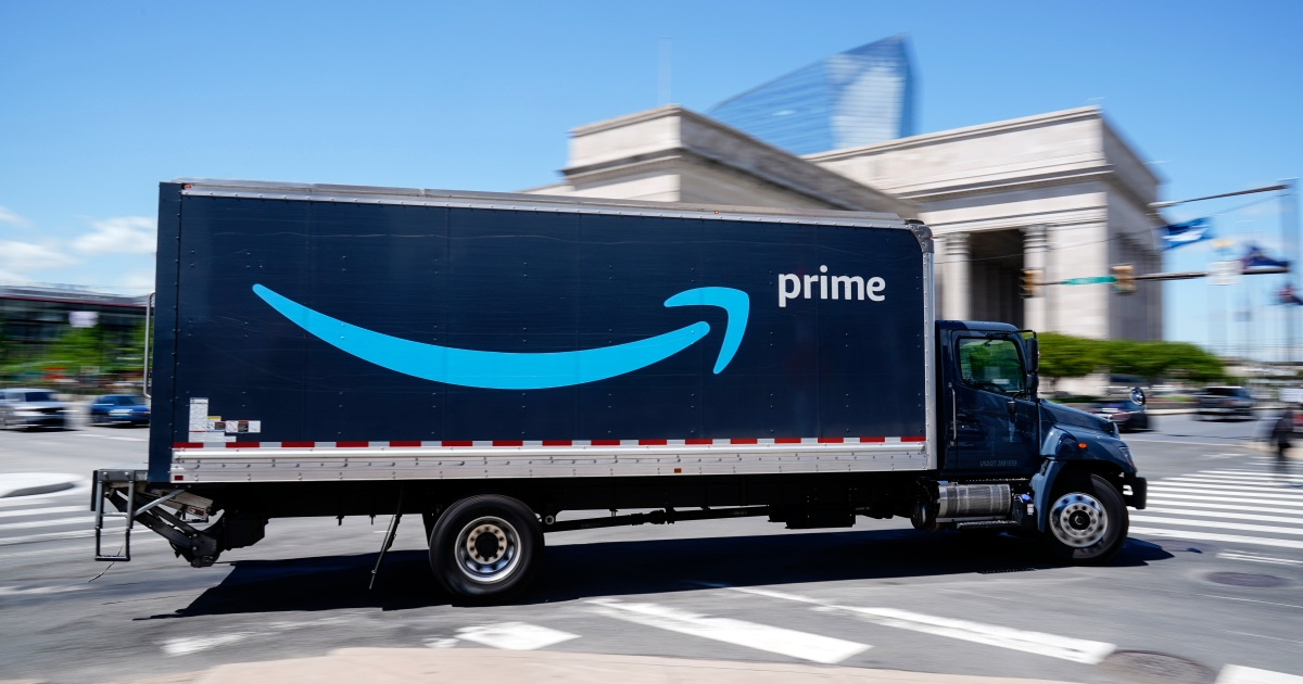 Amazon offers $100 vaccine bonus to entice 75,000 US workers