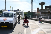 COVID recovered patients boarding an ambulance outside a hospital in Srinagar [File: Nawal Ali/Al Jazeera]