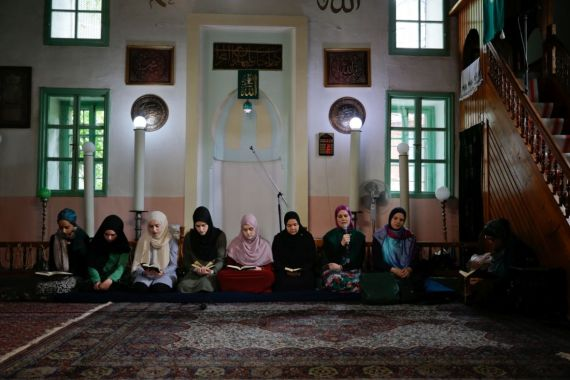 Young women recite the Quran during Ramadan at a mosque in Sarajevo, Bosnia and Herzegovina, in 2019 [File: Anadolu news agency]