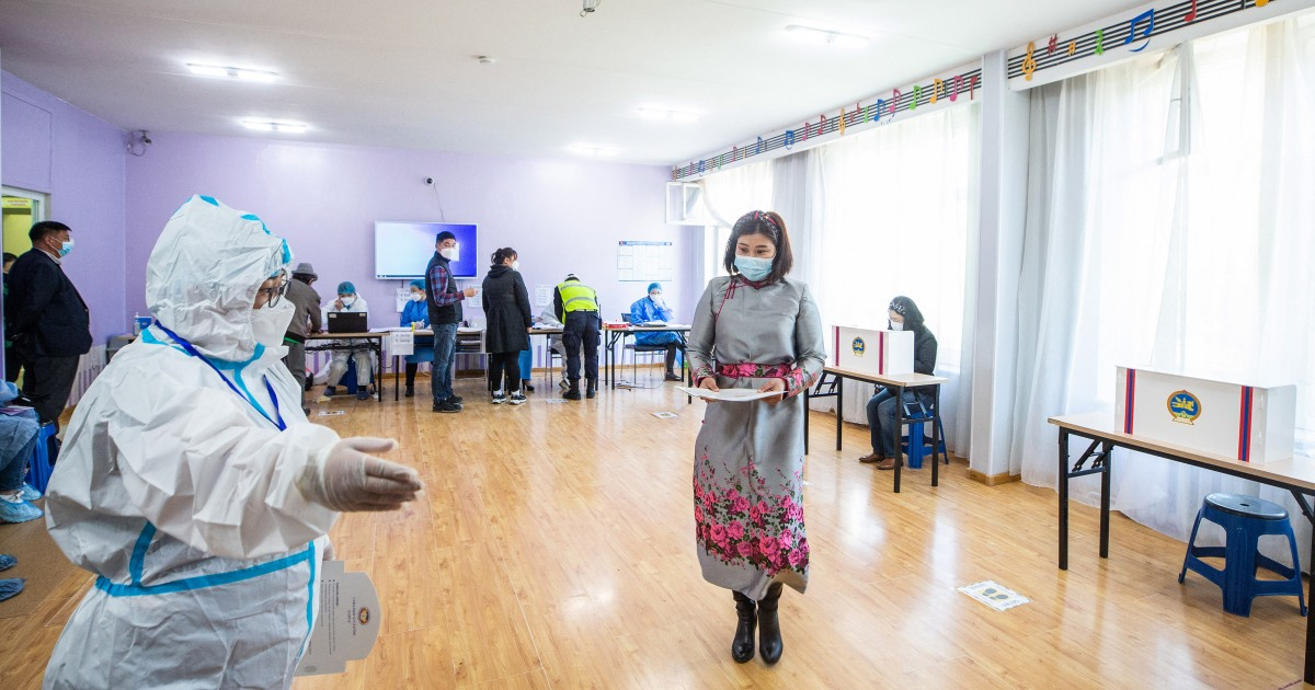 Mongolia votes for new president amid COVID outbreak