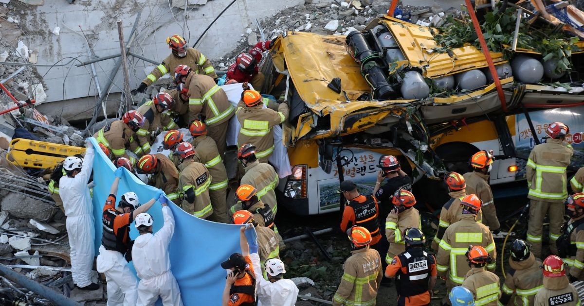 Nine dead after bus crushed in South Korea building collapse thumbnail