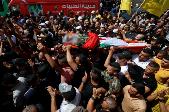 Mourners carry the body of Tayseer Issa, who was killed by Israeli forces in Jenin [Mohamad Torokman/Reuters]