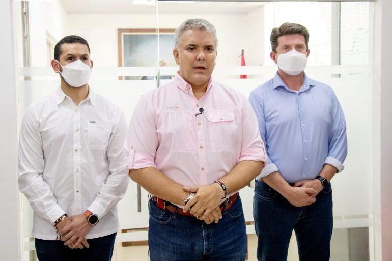 Pemerintah Presiden Kolombia Ivan Duque tengah telah menawarkan hampir 800000 untuk setiap informasi tentang serangan terhadap helikopter yang ditumpangi Duque pada hari Jumat di dekat perbatasan Venezuela File Kepresidenan Kolombia/Handout via Reuters