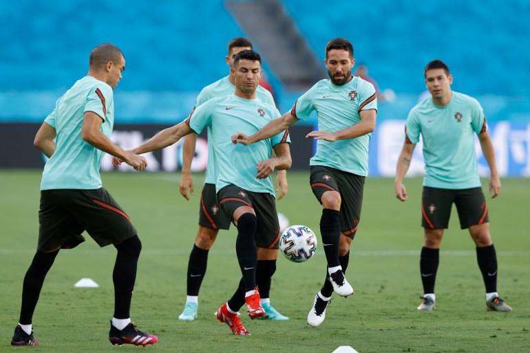 Pelatih Portugal Santos 'sangat yakin' timnya akan unggul dalam pertandingan melawan Belgia pada hari Minggu Marcelo Del Pozo/Reuters