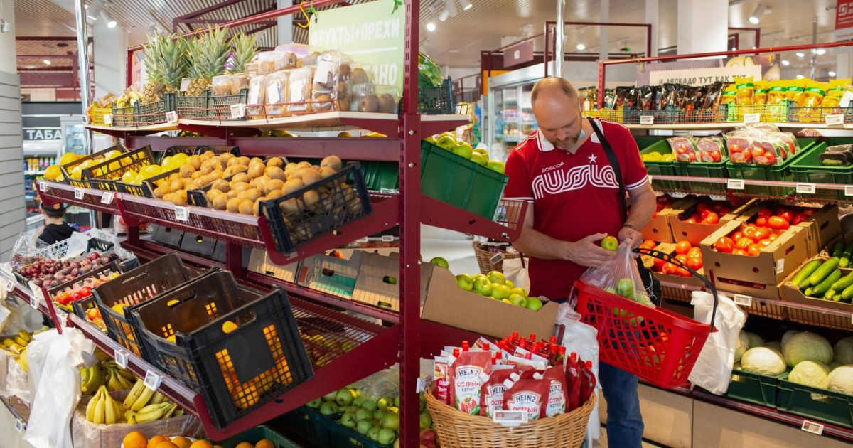 Global food prices surge again, stoking inflation fears
